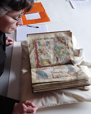 Apokalypse von Cambrai, Begutachtung der Originalhandschrift in der Stadtbibliothek von Cambrai