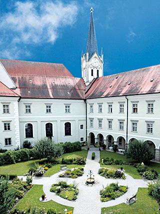 Augustinerchorherrenstift St. Nikola in Passau, in dessen Skriptorium das Passauer Evangelistar geschaffen wurde