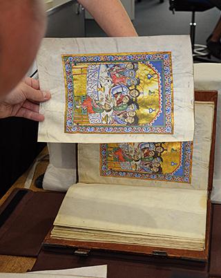 Passauer Evangelistar, Andruckvergleich mit dem Original in der Bayerischen Staatsbibliothek München