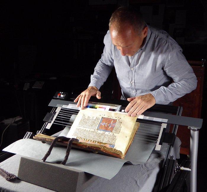 Aufnahme einer Handschrift in der Pierpont Morgan Library in New York - Die Kunst der Faksimilierung